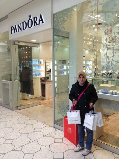 9c68f55246a4 ... dia memulakan perniagaan online dan personal shopper ini sejak lima  tahun lepas ketika anaknya menyambung pengajian di Amerika Syarikat (AS).